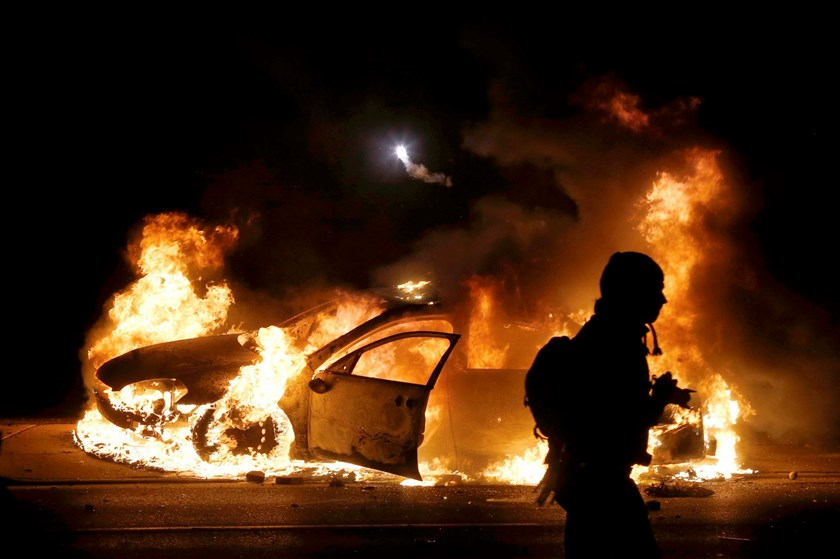 A police car burns on the street after a grand jury returned no indictment in the shooting of Michael Brown in Ferguson, Missouri November 24, 2014. Photo: Reuters
