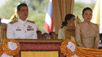 Thailand's Crown Prince Maha Vajiralongkorn (L) and Royal Consort Princess Srirasmi watch the royal ploughing ceremony in Bangkok May 9, 2008. Photo: Reuters