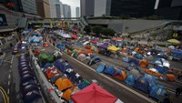 Tents set up by pro-democracy protesters line the roads at an Occupy Central protest site in Hong Kong December 10, 2014. Photo: Reuters