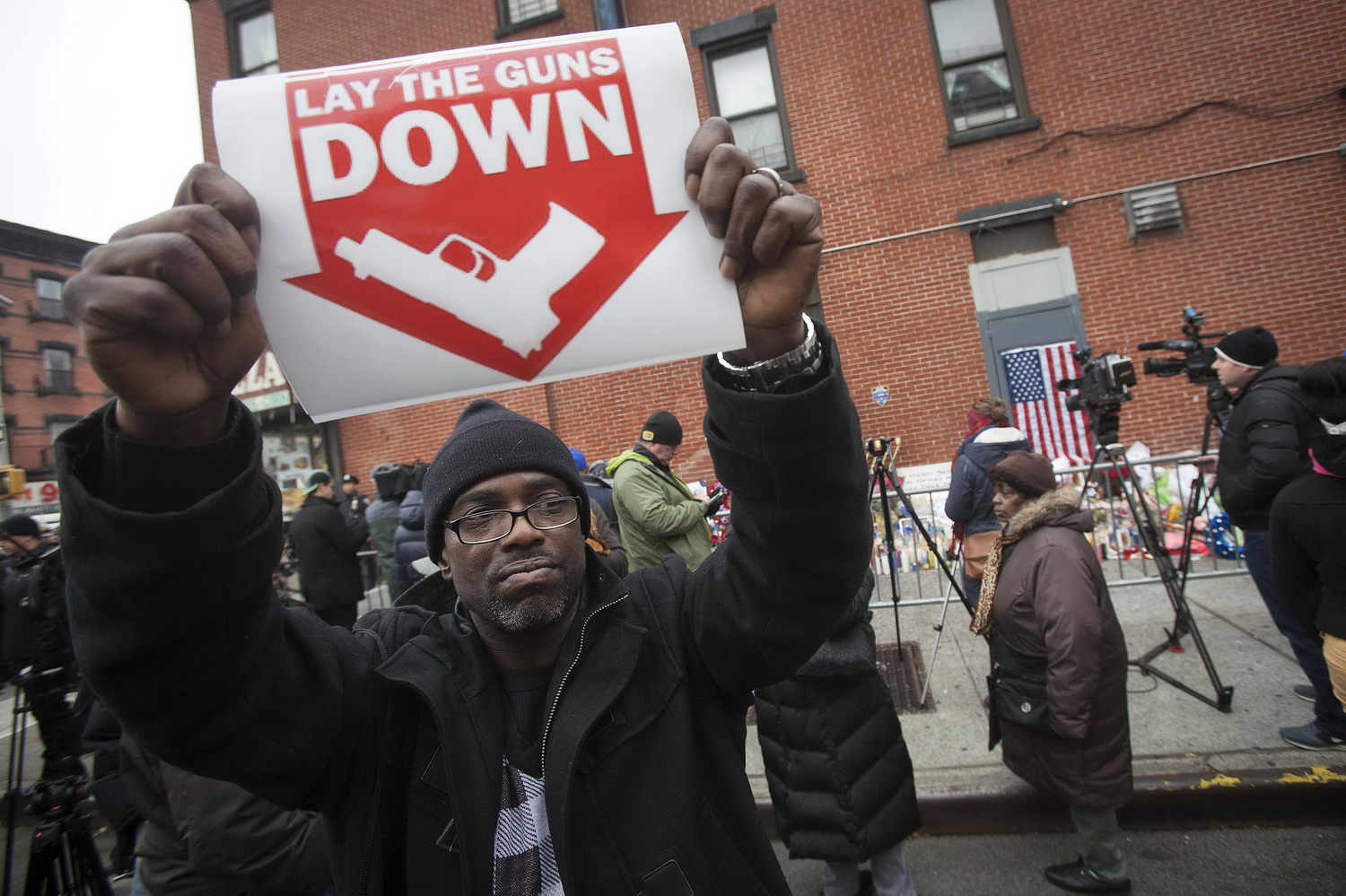 New York mayor calls for pause in protests after police killings