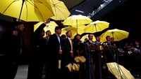 Pro-democracy lawmakers carrying yellow umbrellas, symbol of the Occupy Central movement, meet journalists after leaving a Legislative Council meeting to boycott the government in Hong Kong January 7, 2015. Photo: Reuters