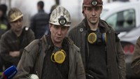 Miners arrive to help with the rescue effort in Zasyadko coal mine in Donetsk March 4, 2015. Photo: Reuters