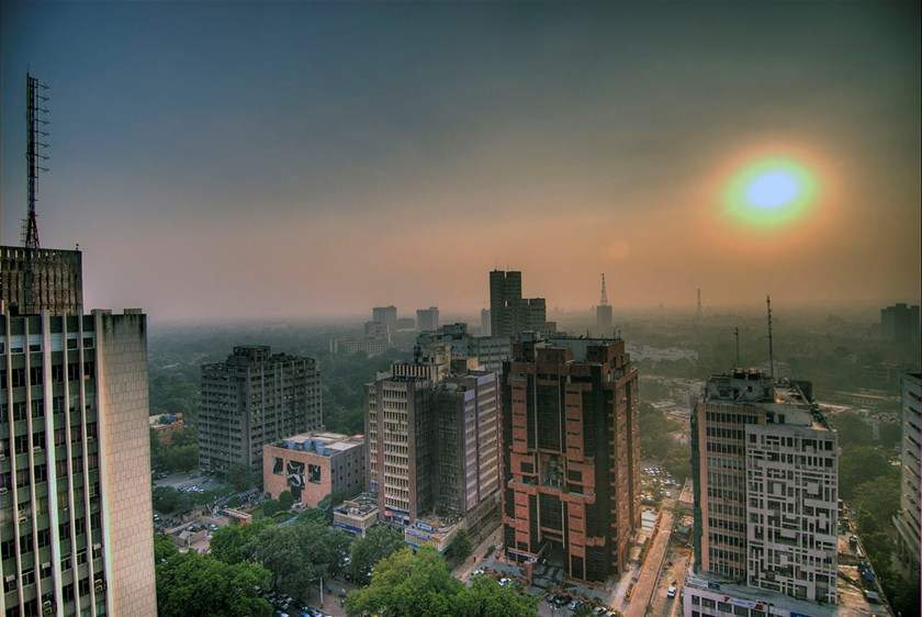 Smog pollutes the skies of Delhi, India. Photo credit: wikipedia