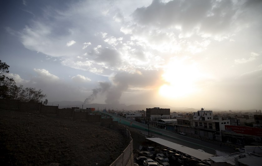 Smoke billows at a military site after it was hit by an air strike at the Faj Attan mountain of Sanaa April 6, 2015. Photo: Reuters /Mohamed al-Sayaghi