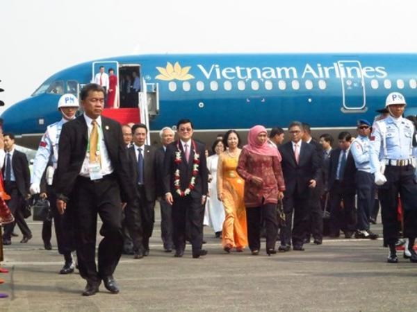 President Truong Tan Sang and the Vietnamese delegation arrives in Halim Perdanakusuma airport Tuesday afternoon . Photo: Truong Son