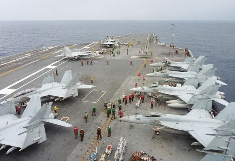 U.S. Navy FA-18 Hornets park on the flight deck of the USS George Washington during the Annual Exercise 2013, at sea November 28, 2013. Photo: Reuters/Kyodo