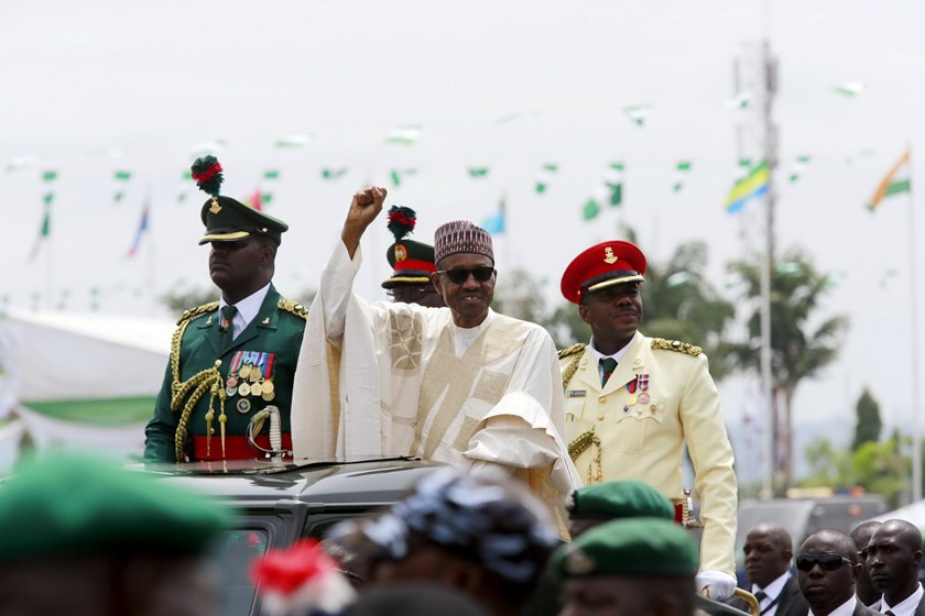 Nigeria's new President Muhammadu Buhari rides on the motorcade while inspecting the guard of honour at Eagle Square in Abuja, Nigeria May 29, 2015. Photo: Reuters/Afolabi Sotunde
