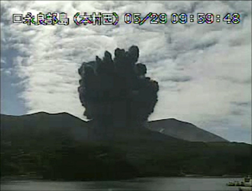 A video grab from the Japan Meteorological Agency's live camera image shows an eruption of Mount Shindake on Kuchinoerabujima island, Kagoshima Prefecture, southwestern Japan, May 29, 2015. Photo: Reuters/Japan Meteorological Agency/Handout via Reuters