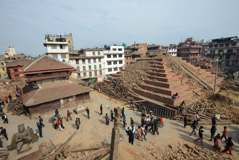 In this photograph taken on April 28, 2015, pedestrians walk past damaged buildings of Durbar Square in Kathmandu, following an earthquake in the Himalayan nation. Photo: AFP/ Prakash Mathema