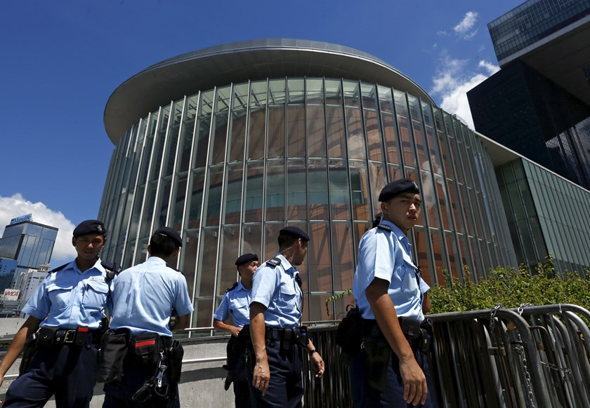 Policemen patrol outside the Legislative Council building in Hong Kong, China June 15, 2015. Photo: Reuters/Bobby Yip