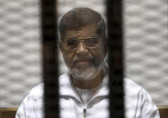 Ousted Egyptian President Mohamed Mursi is seen behind bars during his trial at a court in Cairo May 8, 2014. Photo: Reuters/Stringer