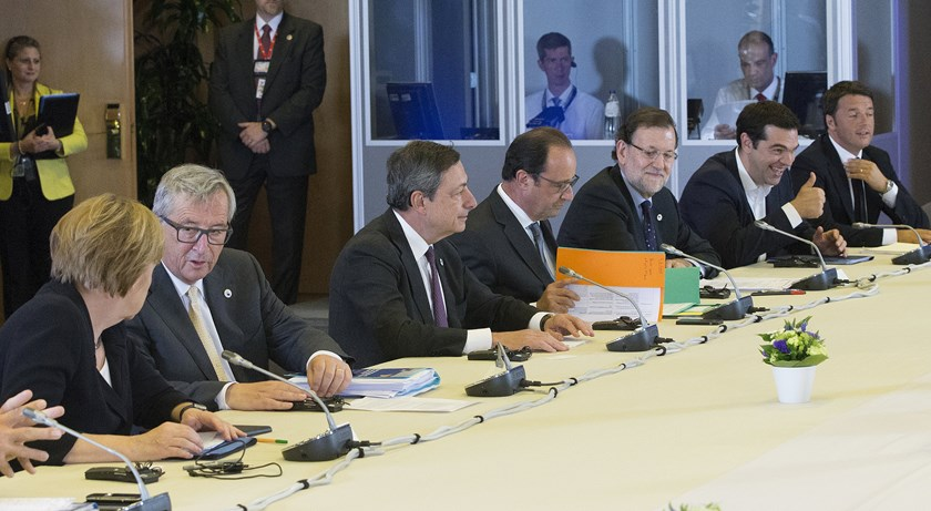 (L-R) German Chancellor Angela Merkel, European Commission President Jean Claude Juncker, European Central Bank President Mario Draghi, French President Francois Hollande, Spanish Prime Minister Mariano Rajoy, Greek Prime Minister Alexis Tsipras and Italian Prime Minister Matteo Renzi take part in a euro zone EU leaders emergency summit on the situation in Greece, in Brussels, Belgium, July 7, 2015. Photo: Reuters