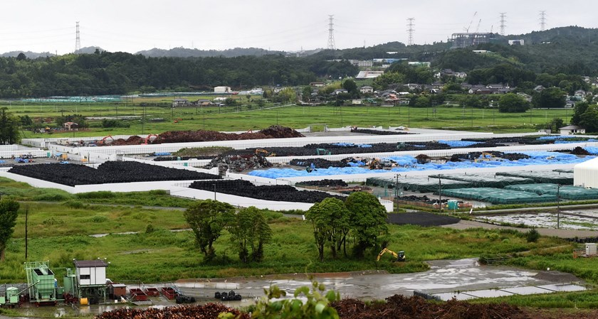 This photo taken on July 16, 2015 shows an overview of the collection site of contaminated earth in Naraha, a tiny town in Fukushima prefecture. Photo: AFP / Toshifumi Kitamura