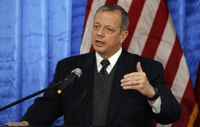 Retired U.S. General John Allen, special envoy for building the coalition against Islamic State, speaks to the media during a news conference at the U.S. embassy in Baghdad January 14, 2015. Photo: Reuters/Thaier Al-Sudani