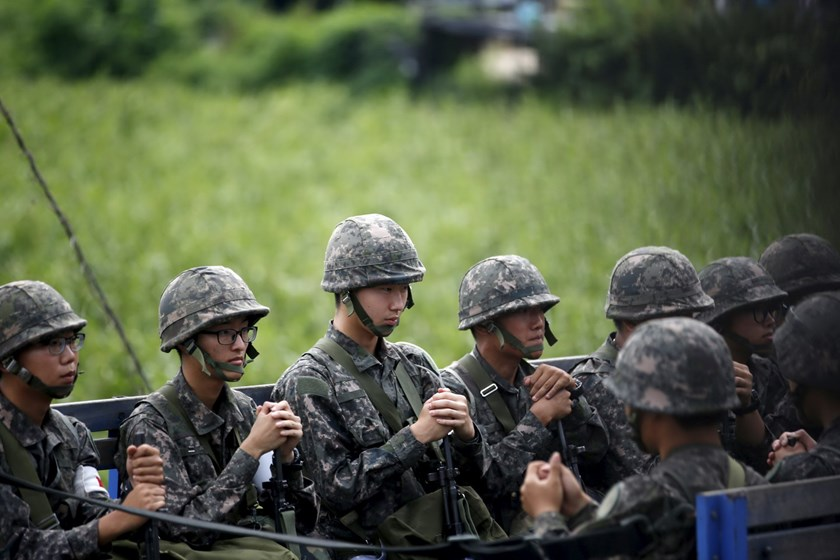 South Korean soldiers sit on a military vehicle, just south of the demilitarized zone separating the two Koreas, in Yeoncheon, South Korea, August 22, 2015. Photo: Reuters/Kim Hong-Ji