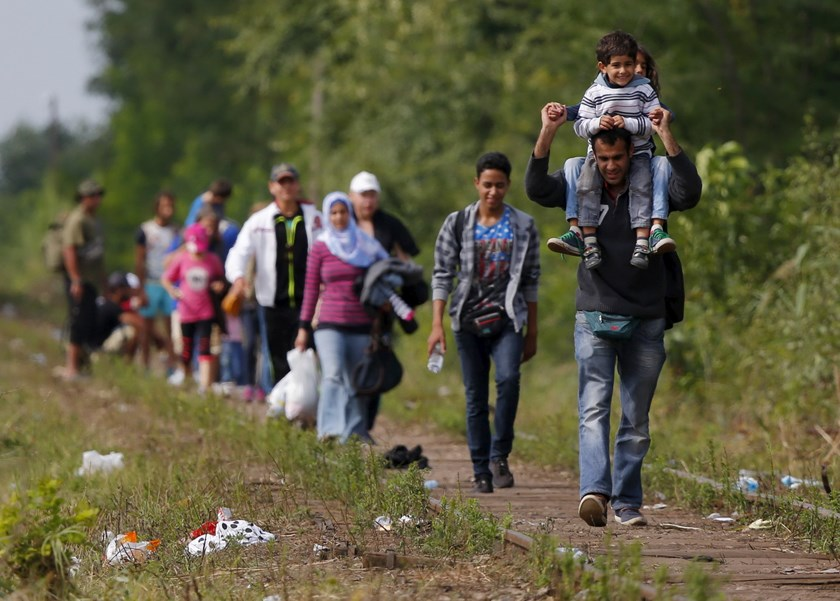 Syrian immigrants walk on a railway track after they crossed the Hungarian-Serbian border near Roszke, Hungary August 25, 2015. Photo: Reuters/Laszlo Balogh