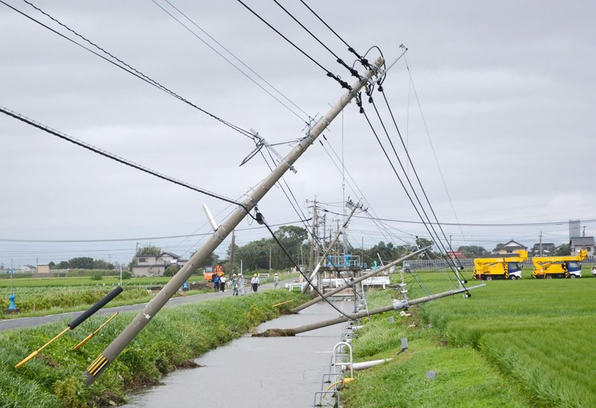 Power poles damaged due to strong winds caused by Typhoon Goni are seen in Kamimine town, Saga Prefecture, Japan, in this photo taken by Kyodo August 25, 2015. Photo: Reuters/Kyodo