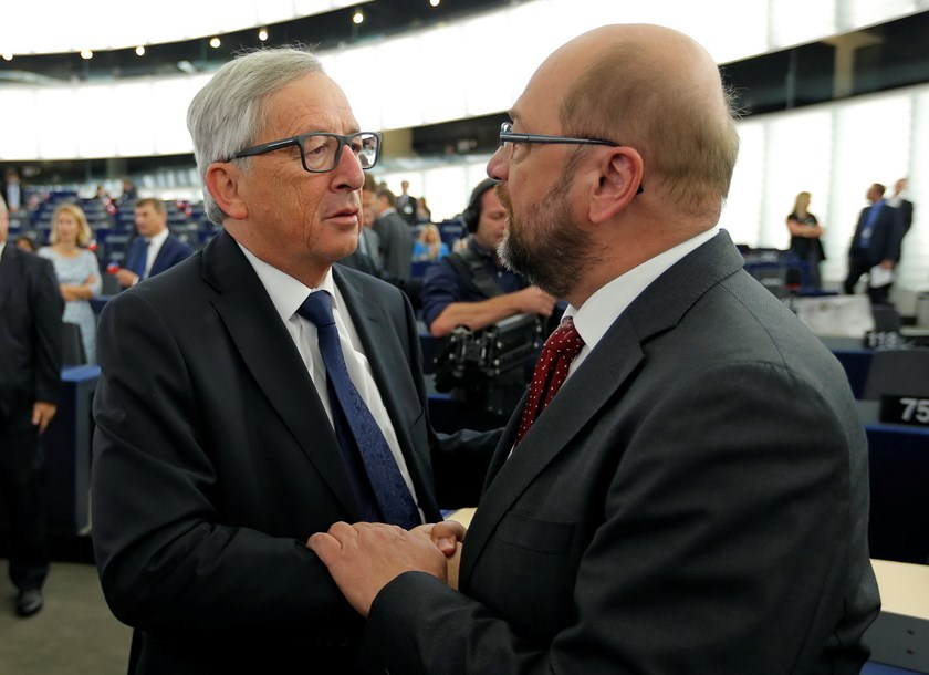 European Commission President Jean-Claude Juncker (L) talks with European Parliament President Martin Schulz ahead of his address, about migrants crisis, to the European Parliament in Strasbourg, France, September 9, 2015. Photo: Reuters/Vincent Kessler