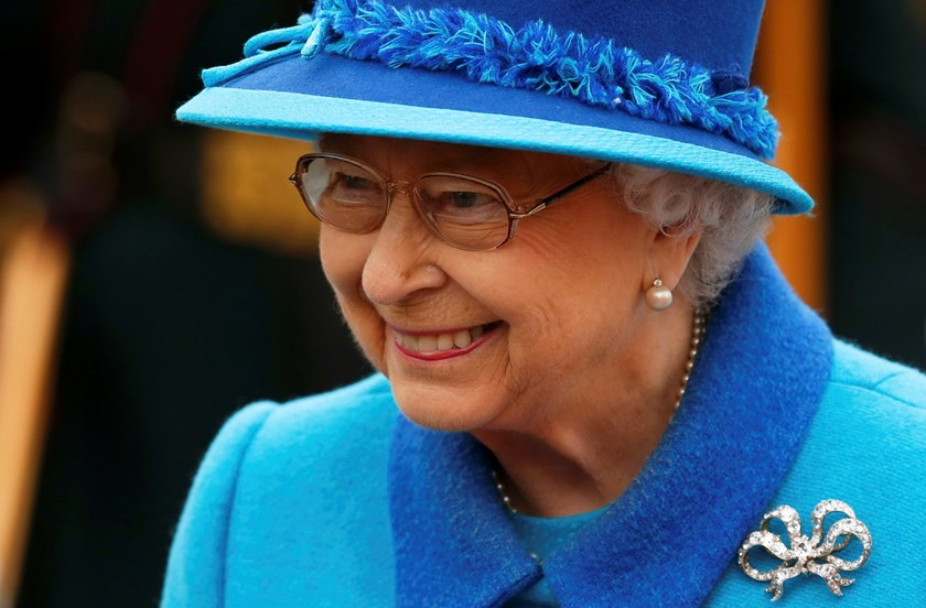 Britain's Queen Elizabeth smiles as she departs after officially opening the Scottish Borders Railway at Tweedbank Station in Scotland, Britain September 9, 2015. Photo: Reuters/Phil Noble