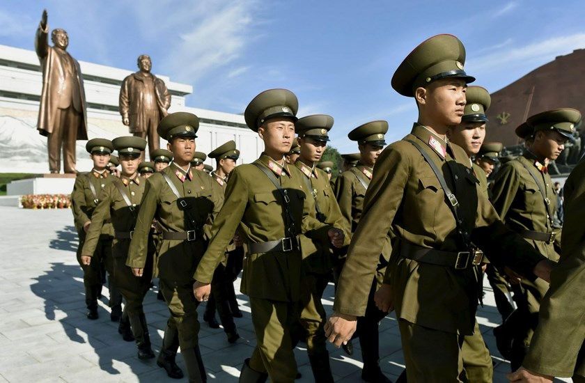 North Korean soldiers walk in front of bronze statues of North Korea's late founder Kim Il Sung (rear L) and late leader Kim Jong Il as they visit at Mansudae in Pyongyang, in this photo taken by Kyodo on September 9, 2015, to mark the 67th anniversary of the nation's founding. Photo: REUTERS/Kyodo