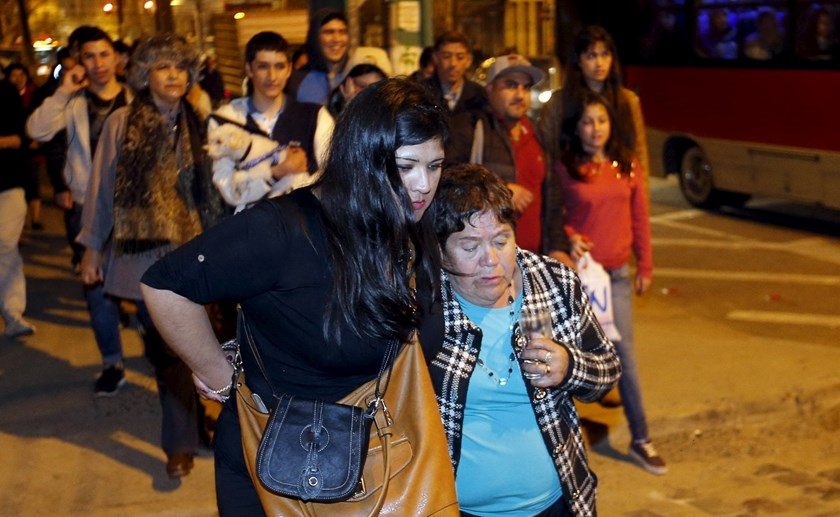 People walk to higher ground for safety, in Valparaiso city September 16, 2015, after a mass evacuation of the entire coastline during a tsunami alert after a magnitude 8.3 earthquake hit off the coast of Chile on Wednesday. Photo: Reuters/Pablo Sanhueza
