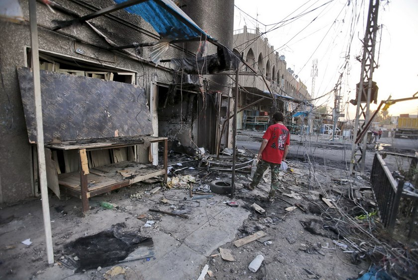 A man looks at the site of a car bomb attack in the Ameen district of eastern Baghdad, Iraq, September 22, 2015. In a statement, the Sunni insurgent group said it had targeted Shi'ite militiamen in the Ameen district of eastern Baghdad. Photo: Reuters/Thaier al-Sudani