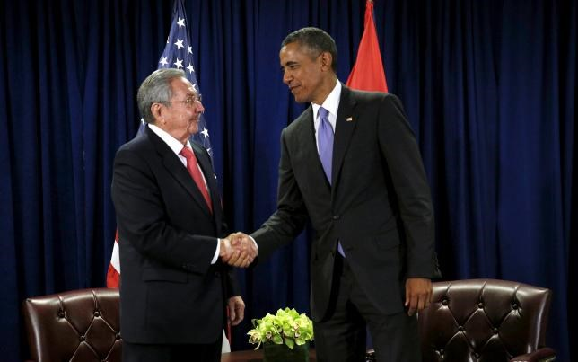 U.S. President Barack Obama (R) and Cuban President Raul Castro shake hands at the start of their meeting at the United Nations General Assembly in New York September 29, 2015. Photo: Reuters/Kevin Lamarque