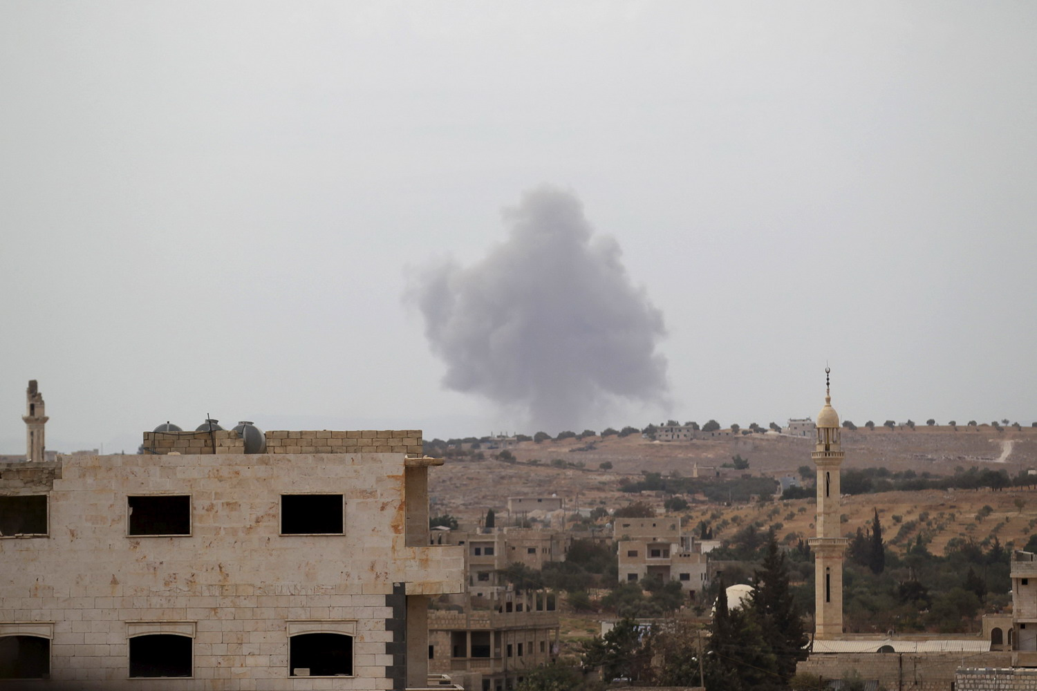 Russian warplanes target insurgents in Syria but not Islamic State