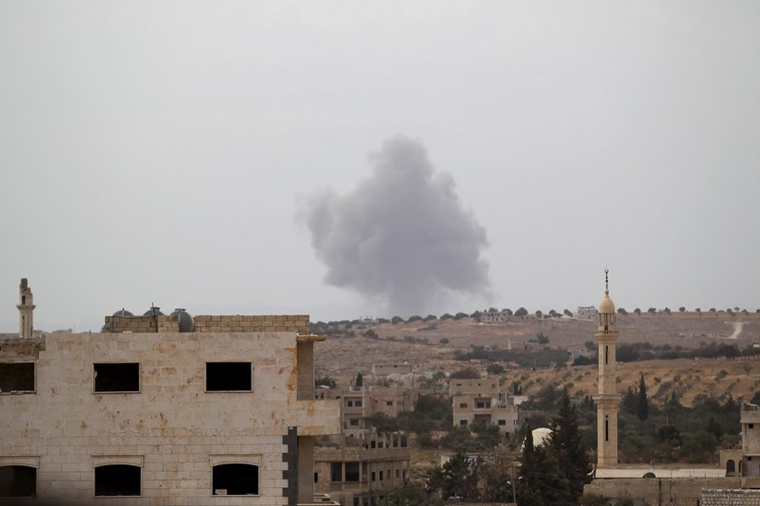 Smoke rises from a base controlled by rebel fighters from the Ahrar al-Sham Movement, that was targeted by what activists said were Russian airstrikes at Hass ancient cemeteries in the southern countryside of Idlib, Syria October 1, 2015. Photo: Reuters/Khalil Ashawi