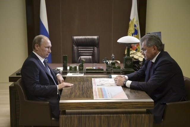 Russian President Vladimir Putin (L) meets with Defense Minister Sergei Shoigu at the Bocharov Ruchei residence in Sochi, Russia, October 7, 2015.Photo: Reuters/Aleksey Nikolskyi/RIA Novosti/Kremlin