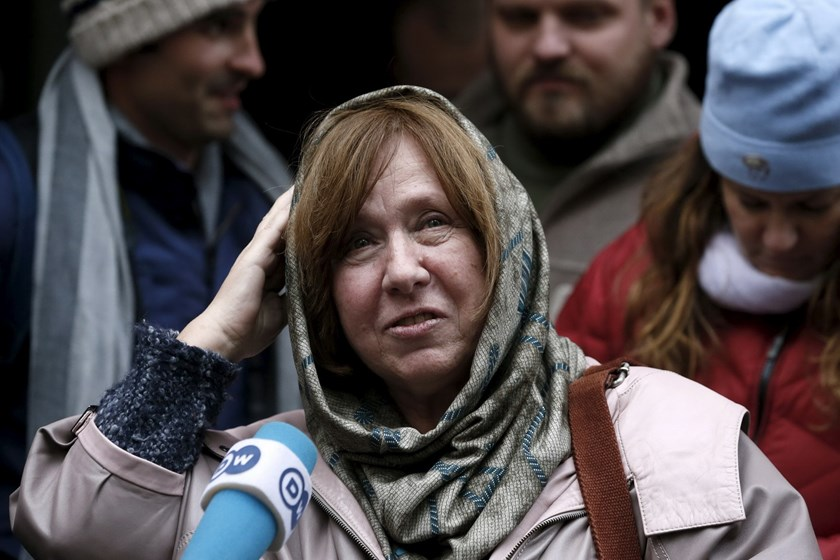 Belarussian author Svetlana Alexievich answers journalists' questions after a news conference in Minsk, Belarus, October 8, 2015. Photo: Reuters/Vasily Fedosenko