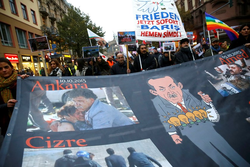 Demonstrators hold a banner depicting Turkish President Tayyip Erdogan (R) and bombing casualties, during a march to commemorate the victims of Saturday's bombing of an Ankara rally of pro-Kurdish activists and civic groups, through the streets of Frankfurt, Ocotber 14, 2015. Reuters/Kai Pfaffenbach