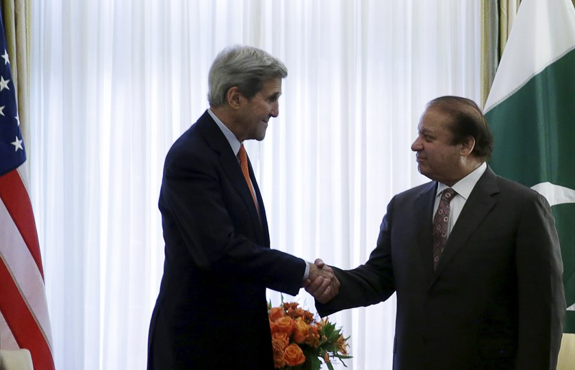 U.S. Secretary of State John Kerry (L) meets with Pakistan's Prime Minister Nawaz Sharif at Blair House in Washington October 21, 2015. Photo: Reuters/Gary Cameron