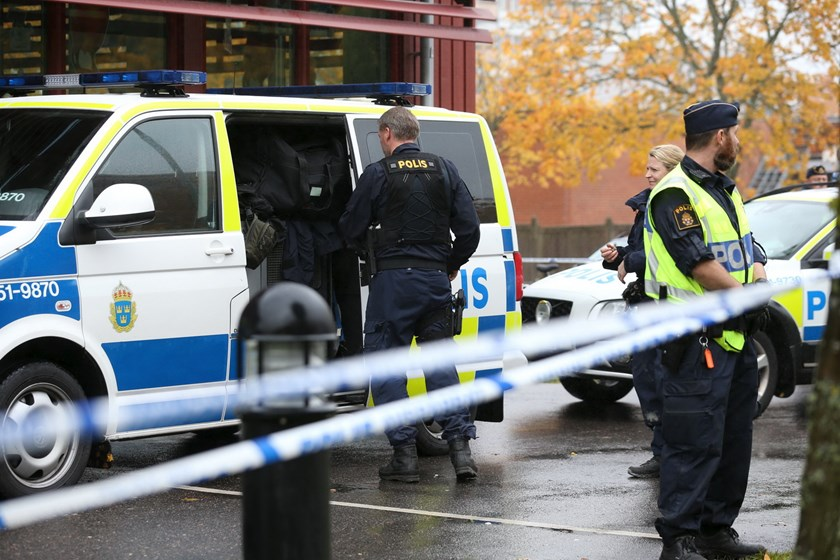 Police officers stand guard at a cordoned area after a masked man attacked people with a sword at a school in Trollhattan, western Sweden October 22, 2015. Photo: Reuters/Bjorn Larsson Rosvall/TT News Agency