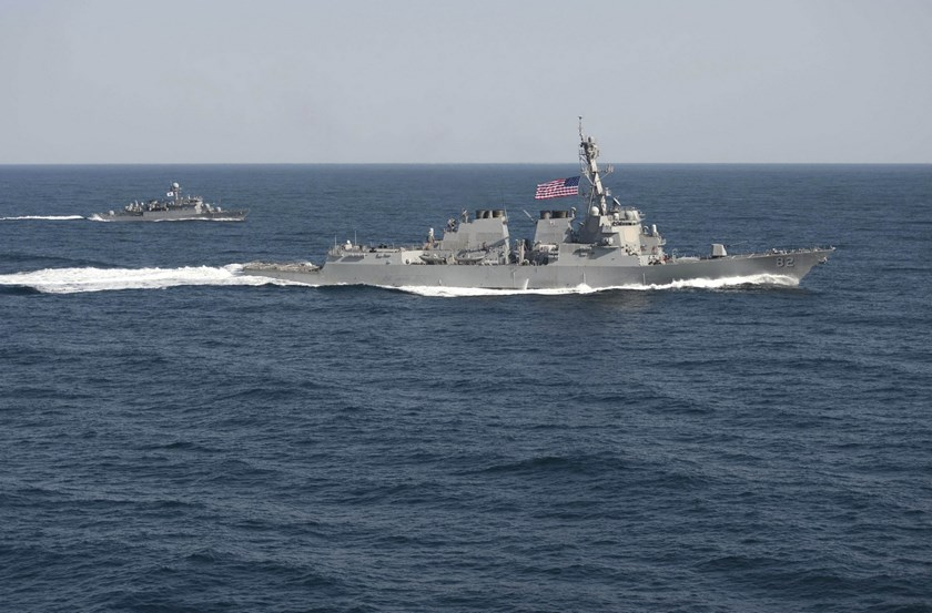 USS Lassen (DDG 82), (R) transits information with ROKS Sokcho (PCC 778) during exercise Foal Eagle 2015, in waters east of the Korean Peninsula, in this March 12, 2015, handout photo provided by the U.S. Navy. Photo: Reuters/U.S. Navy/Mass Communication Specialist 1st Class Martin Wright
