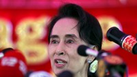 Myanmar's National League for Democracy Party leader Aung San Suu Kyi speaks to media about the upcoming general elections, during a news conference at her home in Yangon November 5, 2015. Photo: Reuters/Jorge Silva