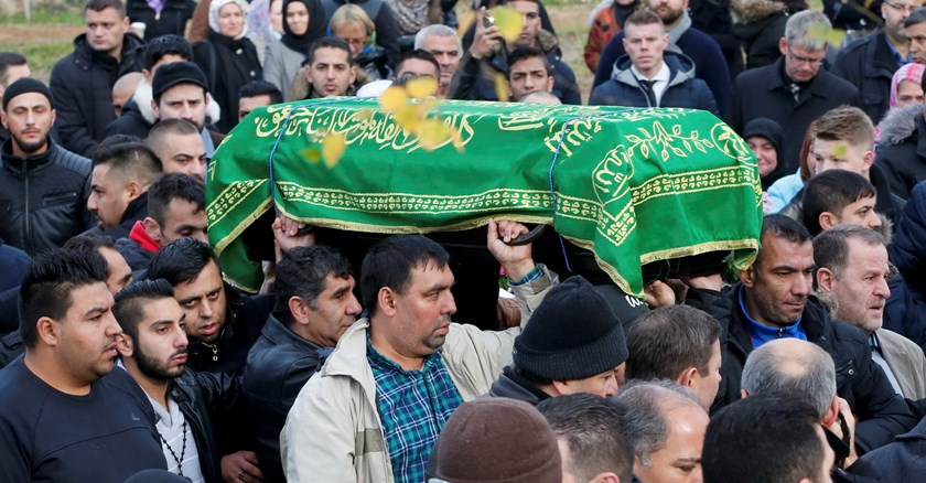Relatives carry a coffin holding the body of murdered 4-year-old refugee boy Mohamed Januzi, at a Muslim cemetery in Gatow outside Berlin, Germany, November 5, 2015. Mohamed disappeared on October 1 while waiting outside Berlin's central registration office for migrants with his mother and two siblings. Photo: Reuters/Fabrizio Bensch