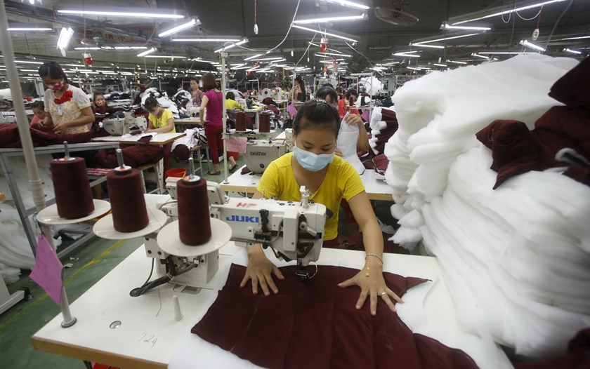 Laborers work to make Zara jackets at a garment factory in Bac Giang province, near Hanoi October 21, 2015. Photo: Reuters/Kham