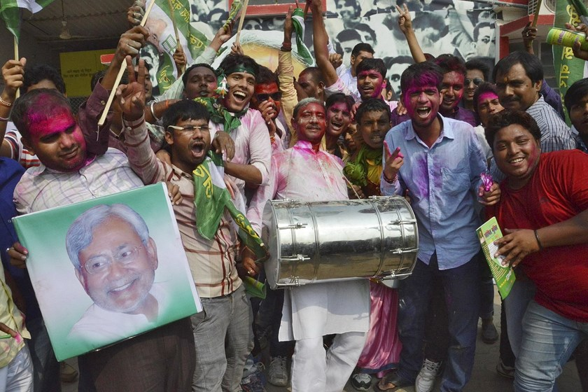 Supporters of the Janata Dal (United) party celebrate after learning of the initial election results at their party office in Patna, India, November 8, 2015. Photo: Reuters