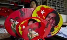 On brink of victory, Suu Kyi calls for talks with Myanmar military