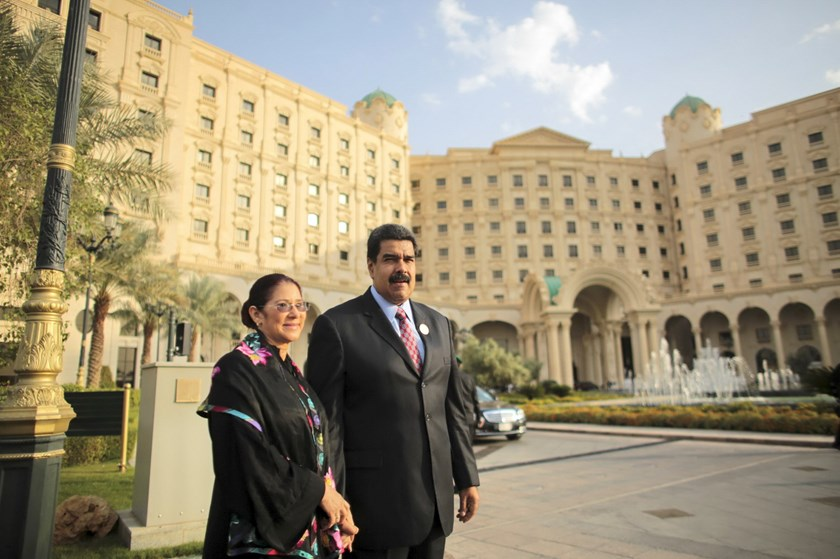 Venezuela's President Nicolas Maduro (R) holds hands with his wife Cilia Flores as they arrive for a meeting in the Summit of South American-Arab Countries, in Riyadh in this handout picture provided by Miraflores Palace on November 11, 2015. Photo: Reuters/Miraflores Palace/Handout via Reuters