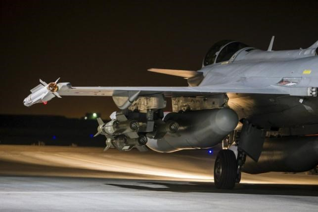 A French fighter jet is seen on the runway at an undisclosed location, in this picture released by the ECPAD November 17, 2015. Photo: Reuters/S. Dupont/Armee de l'Air/ECPAD-French Defence Ministry/Handout via Reuters