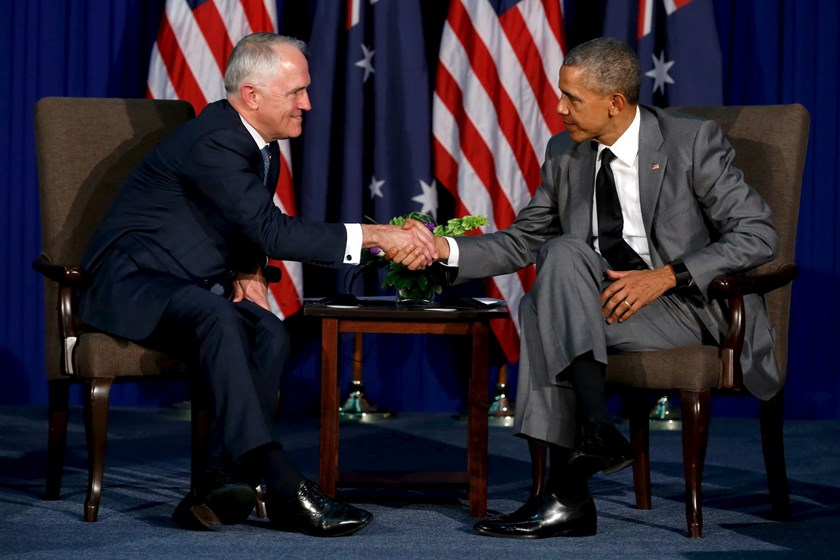 Australia's Prime Minister Malcolm Turnbull (L) and U.S. President Barack Obama shake hands after speaking to reporters following their bilateral meeting alongside the APEC summit in Manila, Philippines, November 17, 2015. Photo: Reuters/Jonathan Ernst