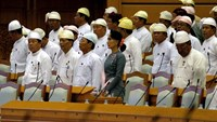 National League for Democracy (NLD) party leader Aung San Suu Kyi attends Myanmar's first parliament meeting after the November 8 general elections, at the Lower House of Parliament in Naypyitaw November 16, 2015. Photo: Reuters/Soe Zeya Tun
