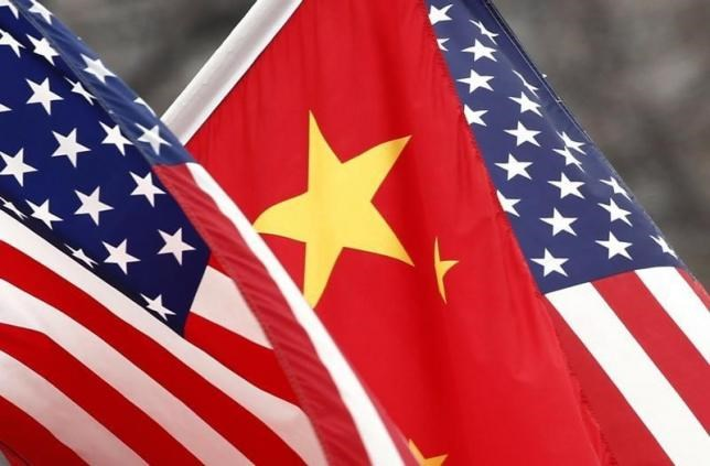 Chinese and U.S. flags fly along Pennsylvania Avenue outside the White House in Washington January 18, 2011. Photo: Reuters/Kevin Lamarque