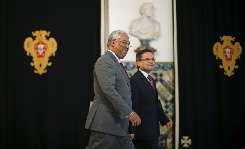 Portugal's Socialist party (PS) leader Antonio Costa (L) leaves after a meeting with President Cavaco Silva (not pictured) at Belem Palace in Lisbon, Portugal November 24, 2015. Photo: Reuters/Rafael Marchante