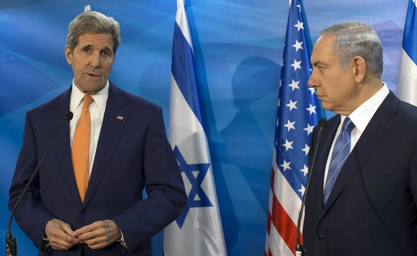 Israeli Prime Minister Benjamin Netanyahu (R) and U.S. Secretary of State John Kerry brief the media before their meeting at Prime Minister's Office in Jerusalem November 24, 2015. Photo: Reuters/Atef Safadi/Pool