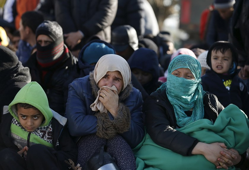 Migrants wait in front of a refugee center after crossing the border from Greece to Gevgelija, Macedonia November 28, 2015. Photo: Reuters/Stoyan Nenov
