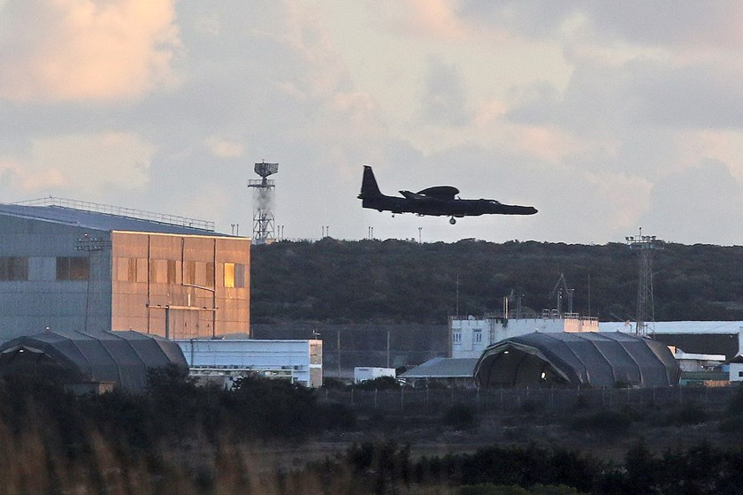 An aircraft lands at RAF Akrotiri, a peninsula on the southern coast of Cyprus where Britain retains a military air base, Cyprus December 2, 2015.The facility is likely to be the staging post for attacks on Syria if Britain's House of Commons approves the motion. Photo: Reuters/Yiannis Kourtoglou