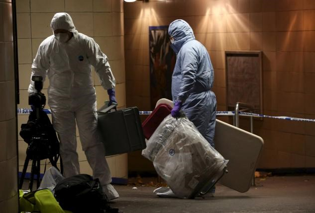 Police officers investigate a crime scene at Leytonstone underground station in east London, Britain December 6, 2015. Photo: Reuters/Neil Hall